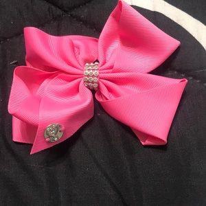 I am selling a Jojo siwa pink bow